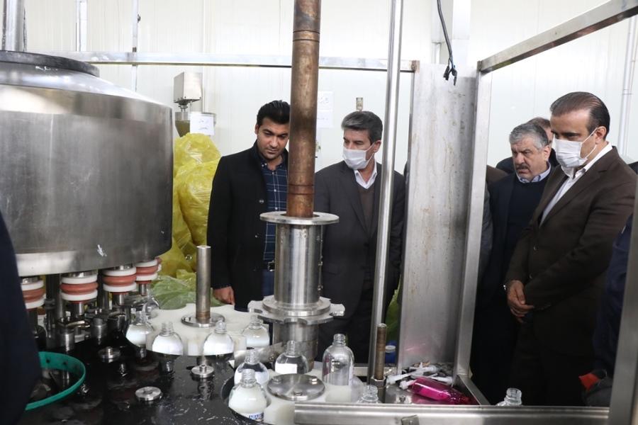 بازدید استاندار آذربایجان غربی از کارخانجات تولید مواد ضدعفونی کننده زیرمجموعه اذرباتری